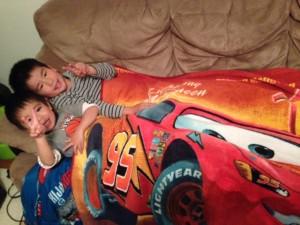 boys n blanket (1)