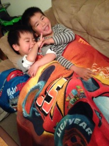 boys n blanket (2)