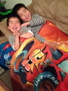 boys n blanket (3)